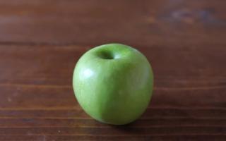 Чем полезны свежие яблоки